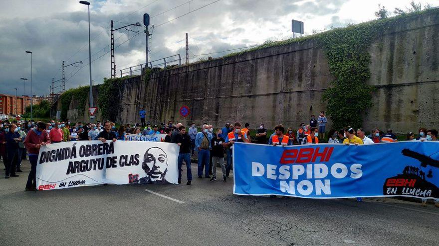 Huelgas de hambre, despidos y tribunales: un año de conflicto de los estibadores del puerto de Gijón