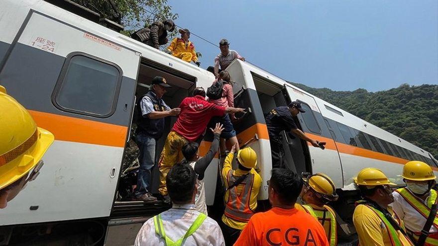 Al menos 48 fallecidos y más de cien heridos en un accidente de tren en Taiwán