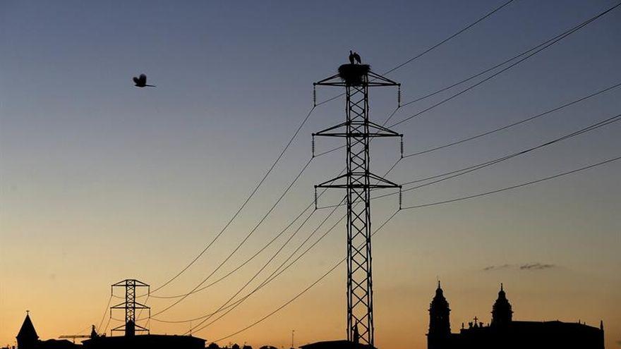 El precio de la luz se dispara este lunes a otro récord histórico y alcanza los 124,45 euros/MWh